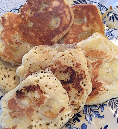 Pikelets with sliced banana.